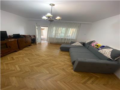Inchiriere apartament 3 camere generos in vila Jiului / Pajura