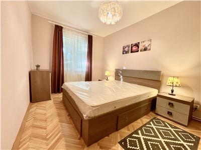 Apartament cu 3 camere de inchiriat, renovat, zona Semicentrala