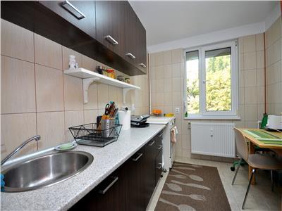 Pajura apartament 2 camere renovat mobilat bloc anvelopat