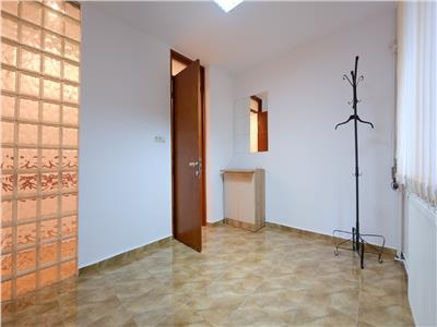Inchiriere apartament 4 camere decomandat nemobilat b-dul unirii