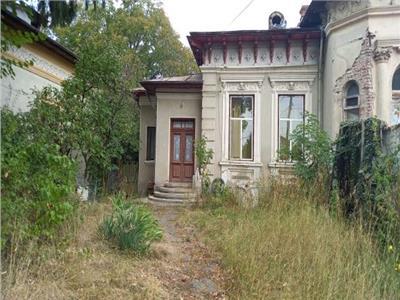 Casa targoviste cu valoare istorica si teren generos