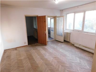 Apartament 2 camere etaj 3 - str. Postavarului - Titan Parc