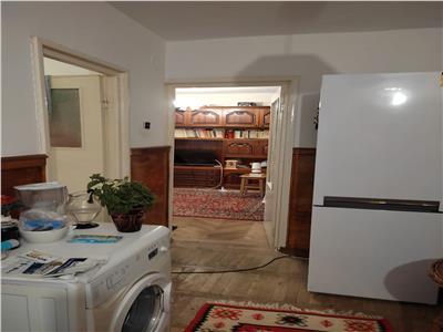 Vanzare apartamet 2 camere decomandat  Targoviste
