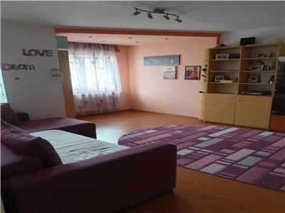 Apartament 3 camere -metrou