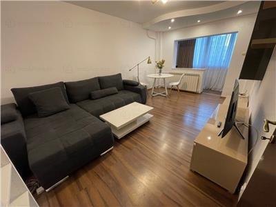 Apartament cu 3 camere, decomandat, obor
