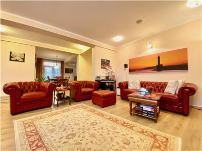 Vila de lux, 5 camere, 2 garaje, zona linistita, Otopeni Bucuresti