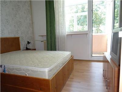 Apartament 3 camere, decomandat, Titan, metrou