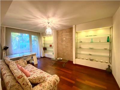 Vand apartament cu 2 camere decomandat in 7 Noiembrie zona UMF
