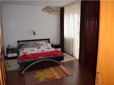 De vanzare apartament 3 camere in vila