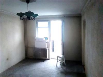 Vanzare apartament 3 camere, fieni