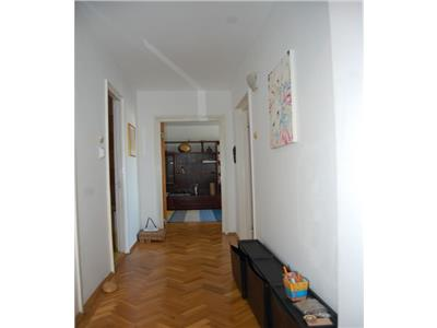 Apartament 2 camere decomandat la 1 minut de parcul Tineretului