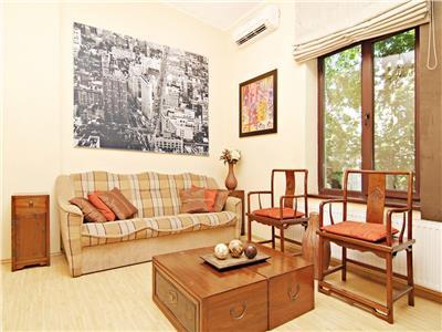 Short term rent, exquisite location, luxury downtown apartment