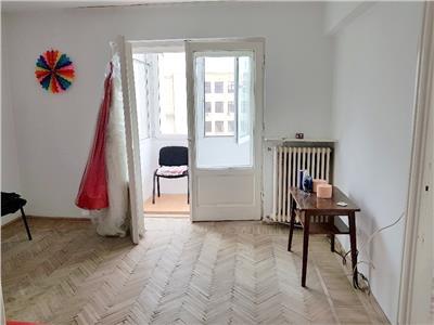 Vanzare apartament 2 camere BALCON Zona UNIVERSITATE