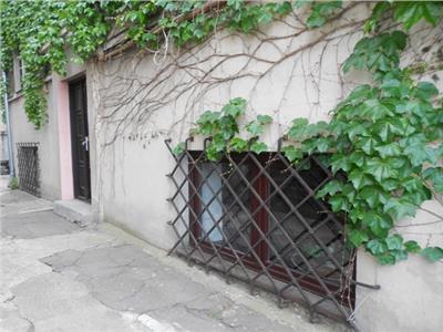 Inchiriere demisol inalt / 3 camere in vila COTROCENI / ELEFTERIEI