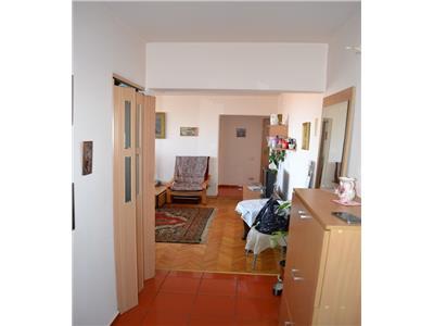 Apartament 3 camere Stefan cel Mare, stradal