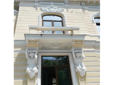 Vila ultracentrala renovata, ideal investitie, Romana Victoriei