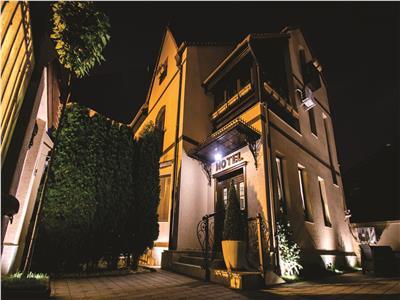 Hotel 5* ideal pentru investitie 500 m de piata mare sibiu