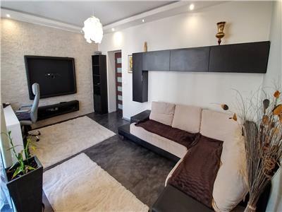 Inchiriez apartament cu 2 camere, ultracentral, modern mobilat, etaj 1