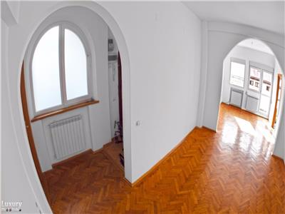 Universitate, apartament 4 camere, renovat recent