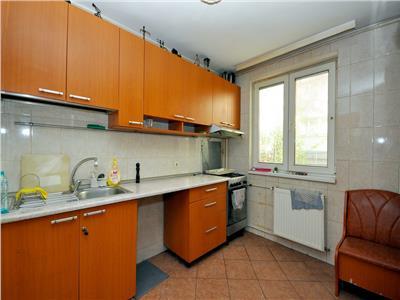 Drumul taberei apartament 3 camere, bloc 4 nivele din1978 anvelopat