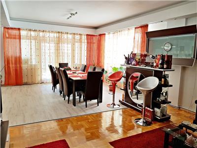 Vila 5 dormitoare, 2 livinguri, zona relaxare, terasa    394 mp utili