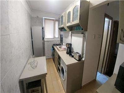 Inchiriez apartament cu 2 camere in cornisa la 5 min de umf