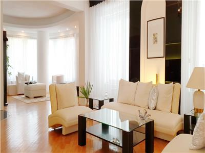 Spacious apartment 1 minute walk from Herastrau park