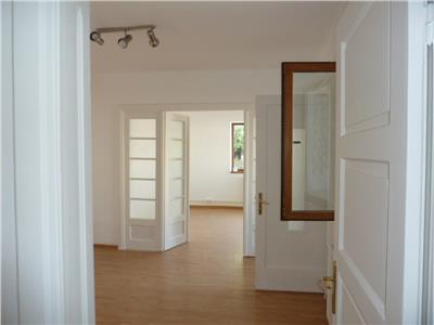 Inchiriere casa 3 camere, nemobilat ,zona ultracentrala, Ploiesti