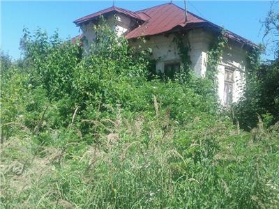 Vanzare casa si teren in comuna razvad, strada principala