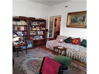 Vanzare apartament  in vila ,3 camere, la  etaj 1/3 zona Centrala