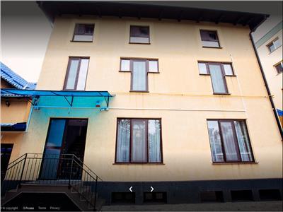 Se vinde casa compusa din 8 apartamente cu carti funciare individuale