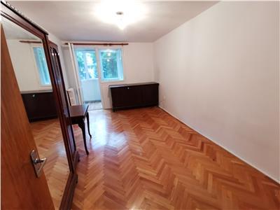 Apartament 3 camere decomandat mobilat  4 minute metrou Titan