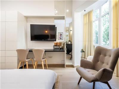 Designer's flat for rent by Cismigiu park