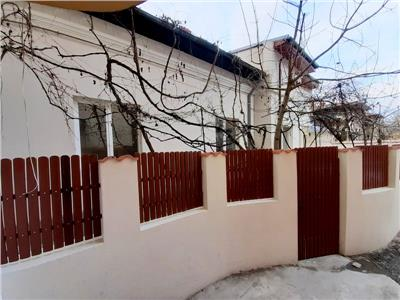 Casa proaspat renovata parter 3 camere / birouri Matei Voievod