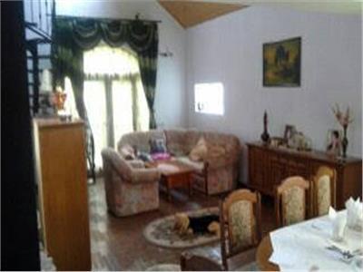 Casa 6 camere de Vanzare in Lucieni