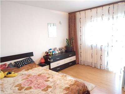 Vanzare apartament 2 camere decomandat cu curte