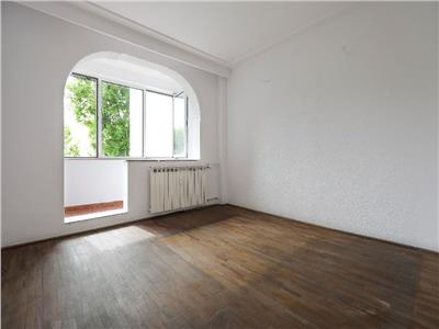 Vanzare apartament 4 camere decomandat  berceni-resita