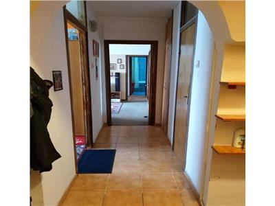 Vanzare apartament 3 camere ,semidecomandat ,basarabia