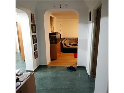 Vanzare apartament 4 camere,decomandat,100mp zona d.ghica