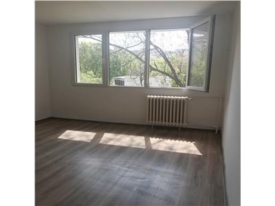 Apartament cu 3 camere, decomandat de inchiriat - Zona Apusului