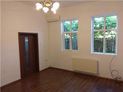 Casa 3 camere singur in curte de inchiriat zona piata Gemeni