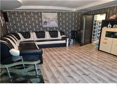 Vanzare apartament 3 camere Titan/Piata Trapezului etaj1/8