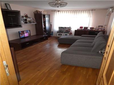 Vanzare apartament 4 camere decomandat Titan