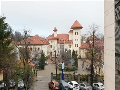 Apartament de vanzare Kiseleff, finisaje la alegere, terasa generoasa