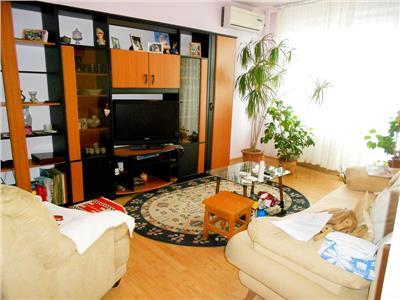 Vanzare apartament 3 camere decomandat B-dul Timisoara stradal
