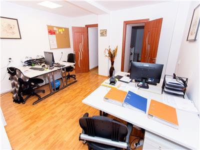Demisol inalt in vila impunatoare ideal birouri Parcul Carol