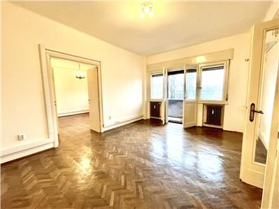 Apartament spatios ultracentral birouri/resedinta nemobilat/utilat