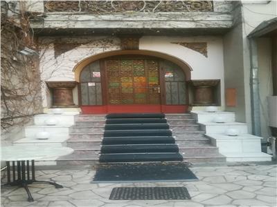 Vanzare vila veche,somptuoasa,multiple destinatii / Banu Manta