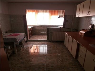 Vanzare apartament 4 camere ,etaj 8 din 8,  zona Fizicienilor