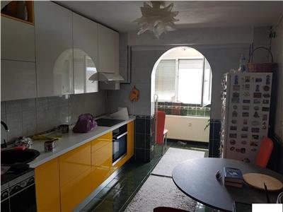 Apartament 3 camere Crangasi/loc parcare/boxa,bloc reabilitat
